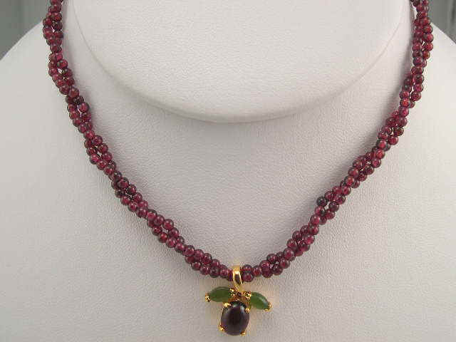 garnet 2mm twisted with pendant